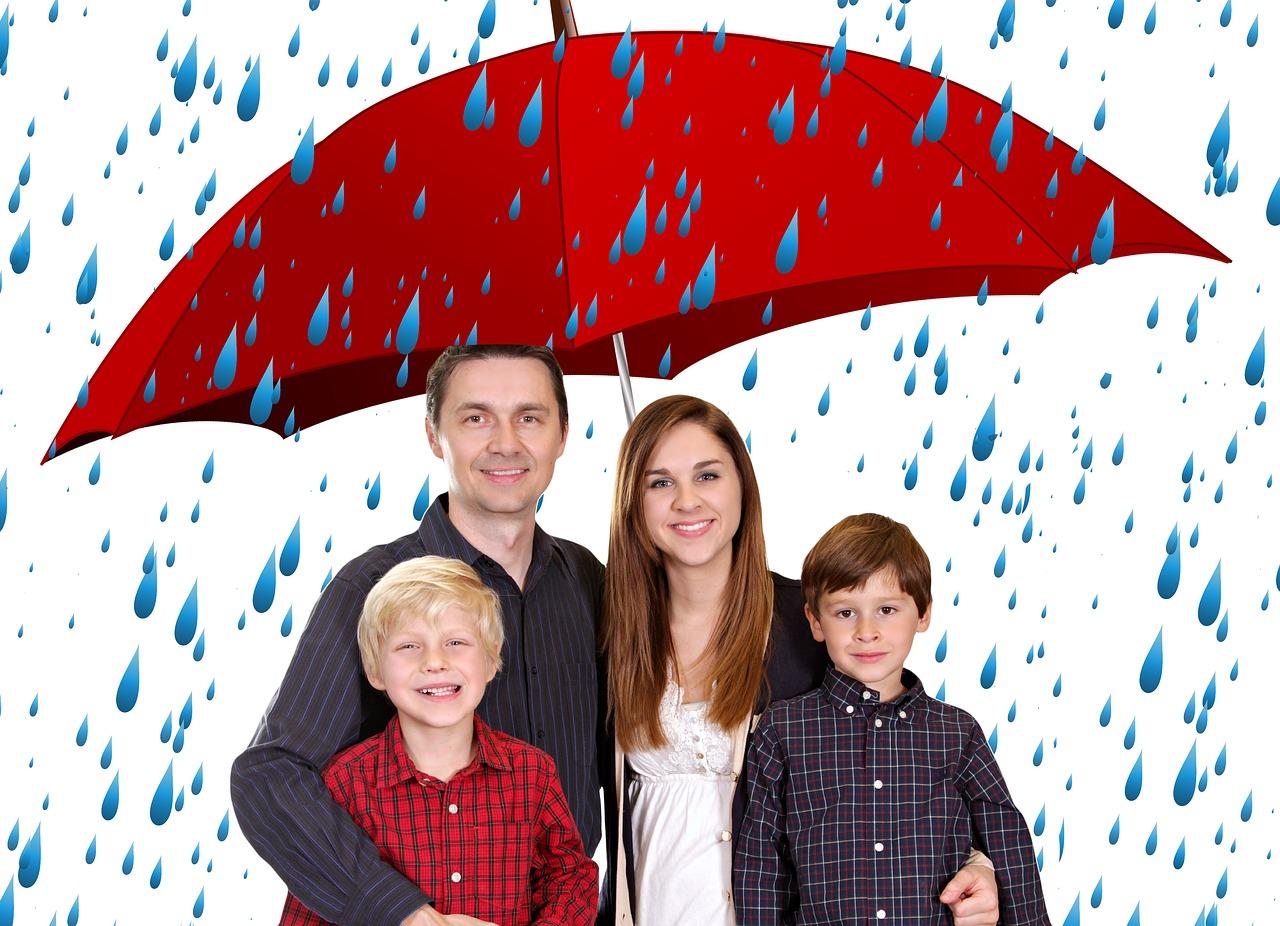 משפחה תחת מטריה