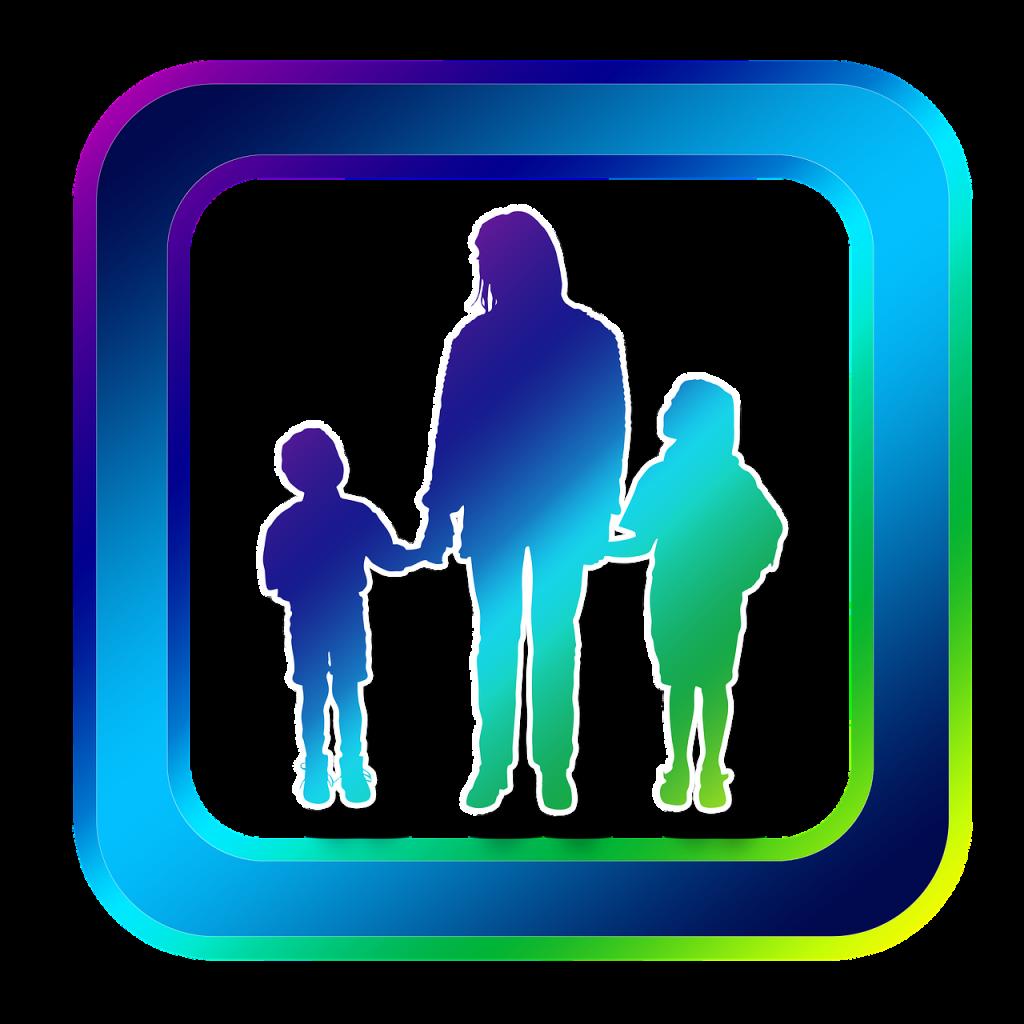 אישה עם שתי ילדים