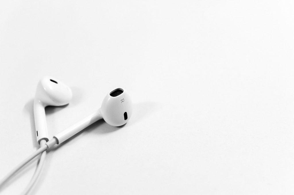 אוזניות עם חוט