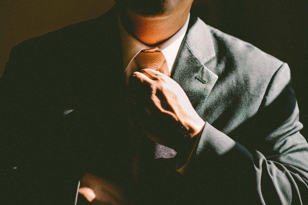 עובד מסדר עניבה